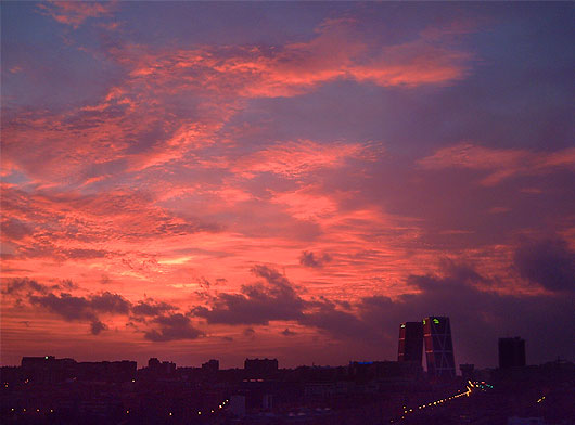 Amanecer en Madrid | Foto de Zaqarbal (Flickr)